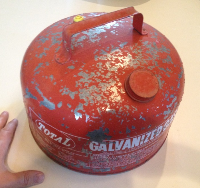 Vintage Total Eagle Red Metal Galvanized Gasoline Can 2 1/4 Gallon USA