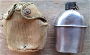 US WWII WW2 War 1945 S.M.C.O Dated Canteen  W/ Cover